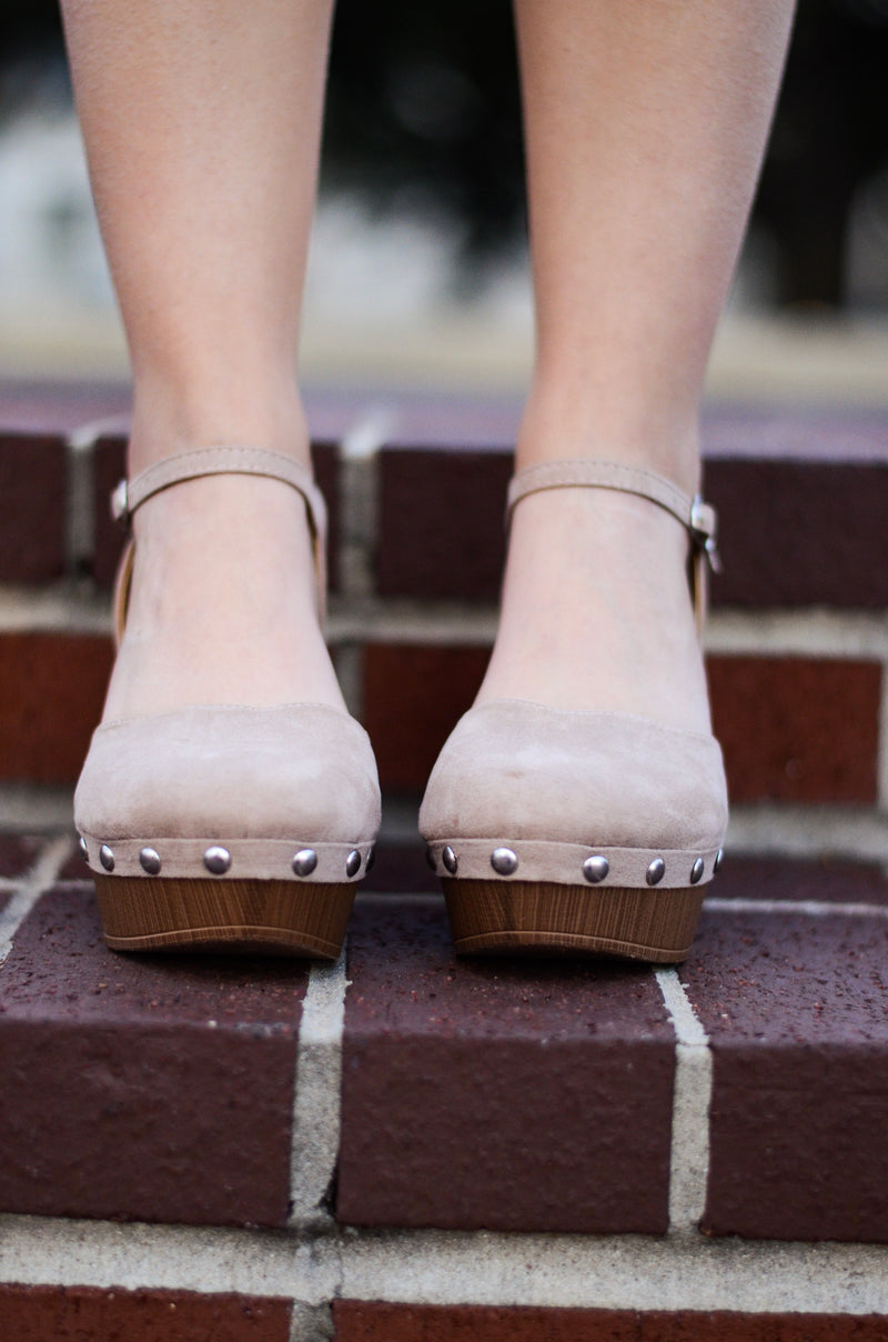 *RESTOCKED* The Reyna Suede Clogs in Taupe
