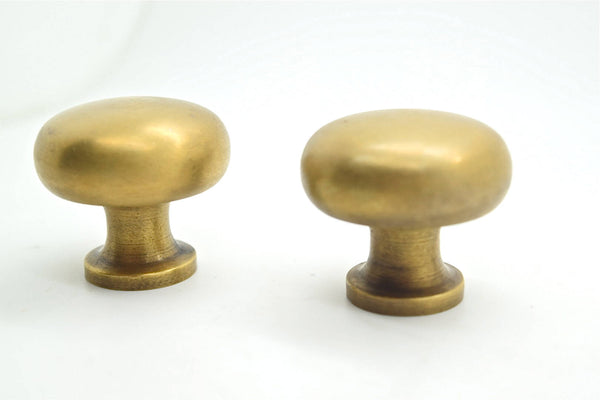 Brass kitchen drawer knobs. Large heavy brass pulls . Solid brass and supplied with fitting screws.