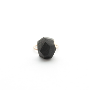faceted-ring-black-porcelain-and-gold