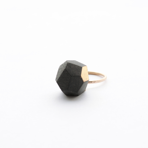 chunky-accent-ring-in-black-porcelain