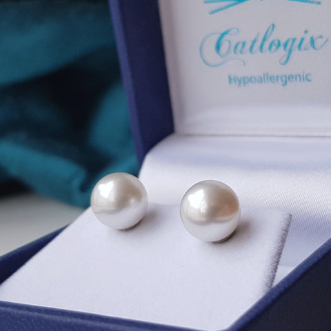 products/titanium_and_southsea_pearl_earrings_4.jpg