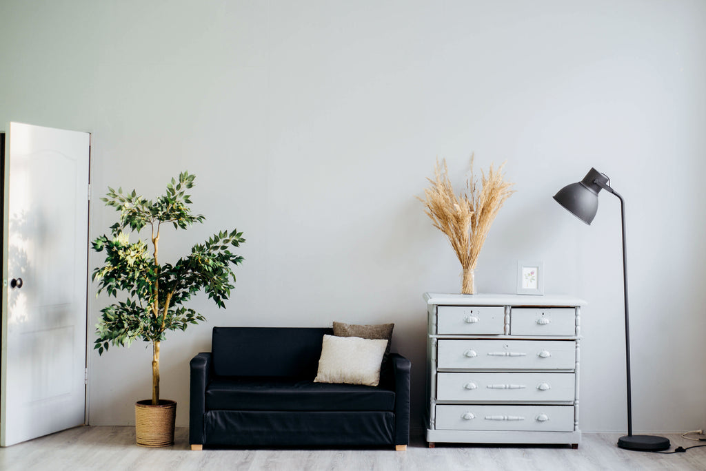 How To Be A Minimalist - 10 Tips For A Decluttered Life