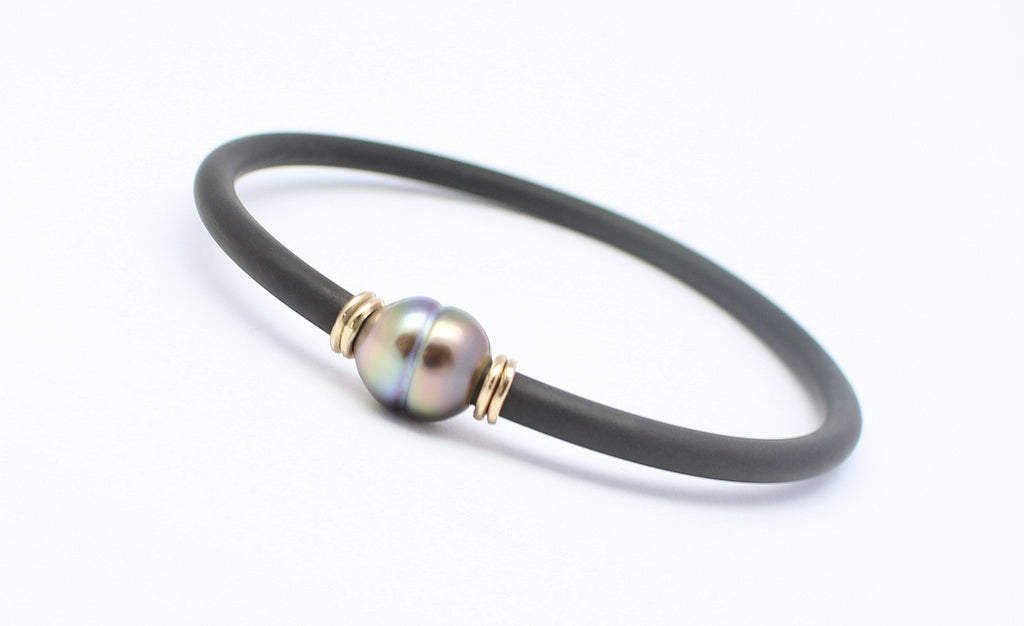 Pearl and Neoprene Bracelet with Gold decoration