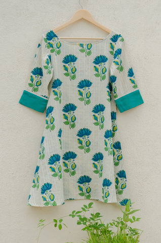 A comfortable flared dress in blue floral print.