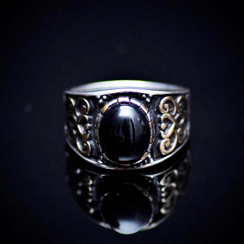 Affordable 925 Sterling Silver Ring With Motifs And Black Onyx Stone Front