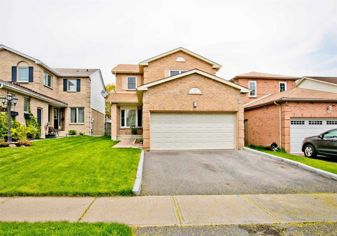 17 Lipton Cres' Whitby' Ontario L1R 1W6 <br>MLS® Number: E4488014<br>For Sale: $709'900<br>Bedrooms: 4