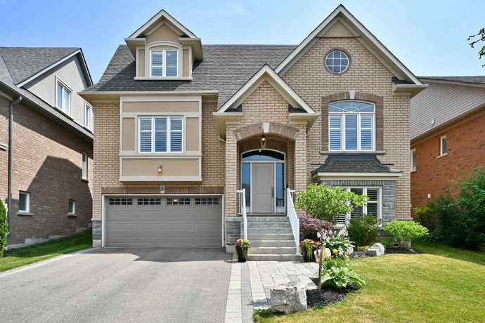 20 Gilchrist Crt' Whitby' Ontario L1R 2P3 <br>MLS® Number: E4516863<br>For Sale: $999'000<br>Bedrooms: 4