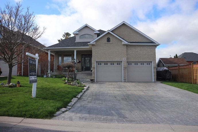10 Otto Crt' Whitby' Ontario L1N9T4 <br>MLS® Number: E4478385<br>For Sale: $859'900<br>Bedrooms: 3