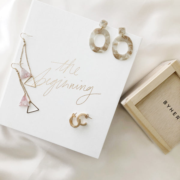 Her Envy Earring Hamper