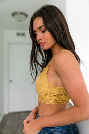 XOXO Scalloped Lace Bralette In Honey