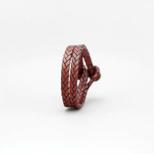 DOUBLE CLOSURE SLIT BRAIDED  LEATHER BRACELET IN BROWN