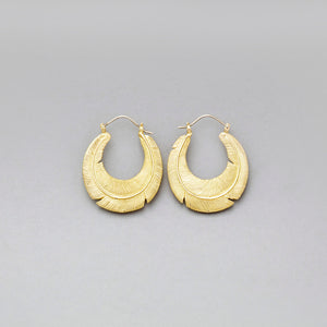 FLAT FEATHER HOOP EARRINGS IN YELLOW BRASS