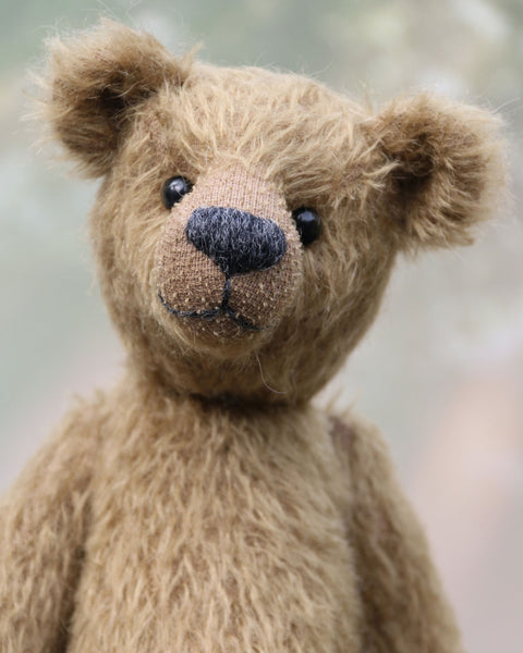 Toby Tumble is a very sweet and friendly, almost traditional, one of a kind, mohair artist teddy bear by Barbara Ann Bears. He stands 10 inches/25 cm tall and is 7.5 inches/19 cm sitting.  is made from a beautiful, quite sparse, straight pile, soft greeny-brown mohair, it's colour is a bit like an old army tunic