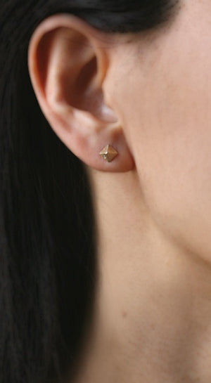 Low Pyramid Stud Earrings in 14K Gold with 2 Diamonds