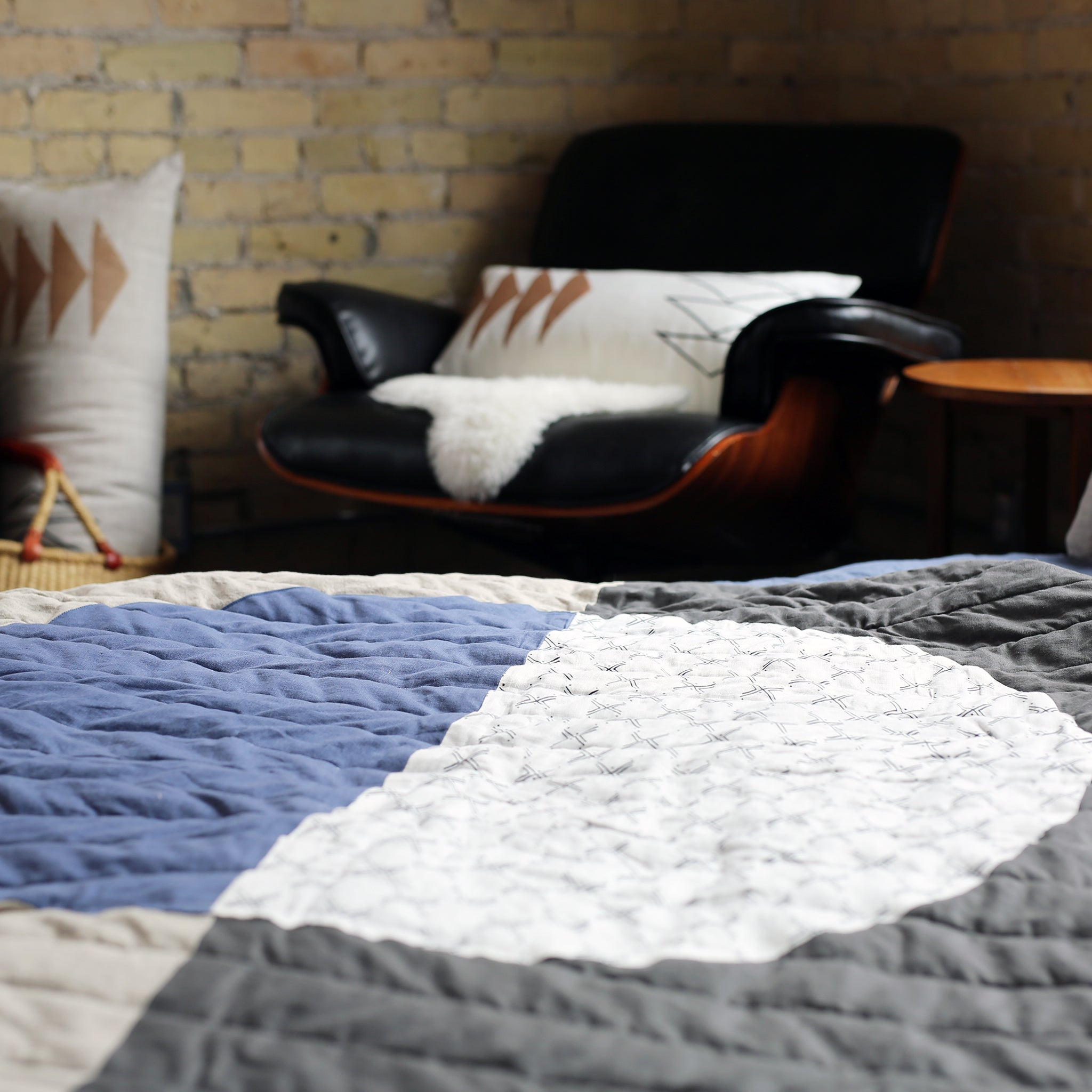 Grandmother Moon Throw Quilt △ Niswi/Blue