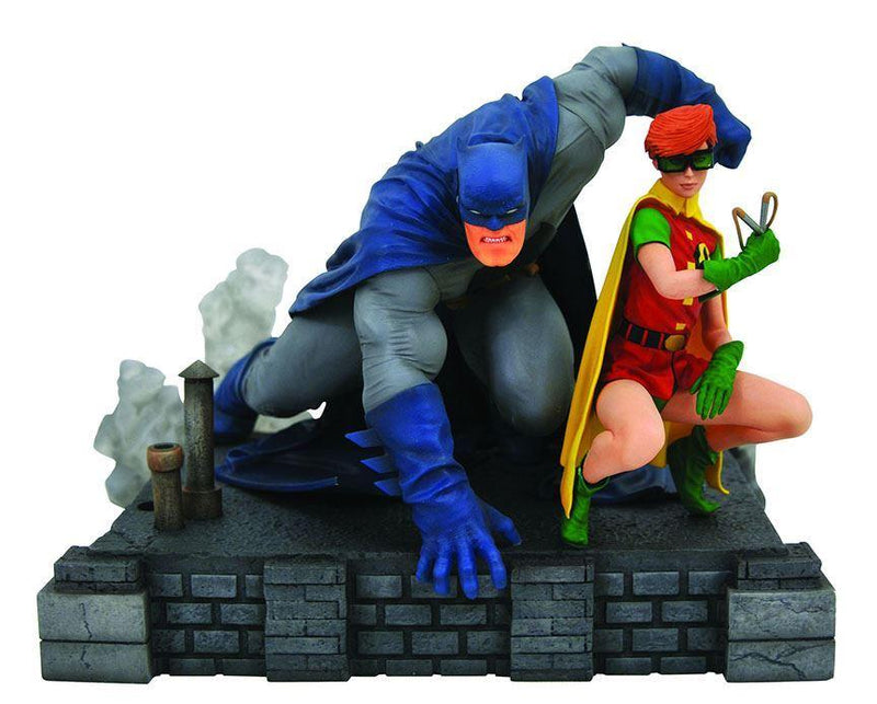Diamond Select DC Comics Gallery The Dark Knight Returns Batman and Robin Deluxe - Preventa