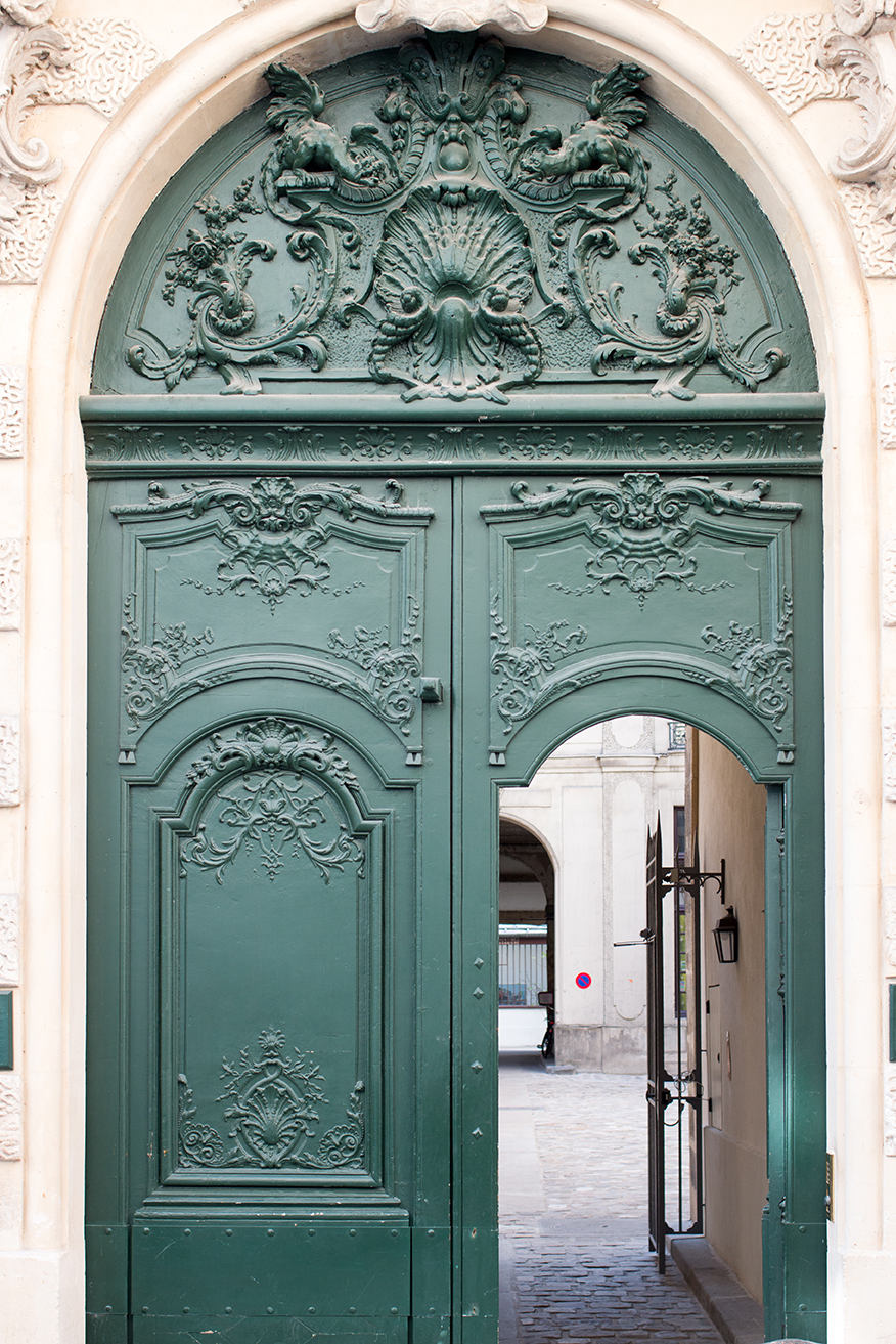 Green Door on Île St Louis - Every Day Paris