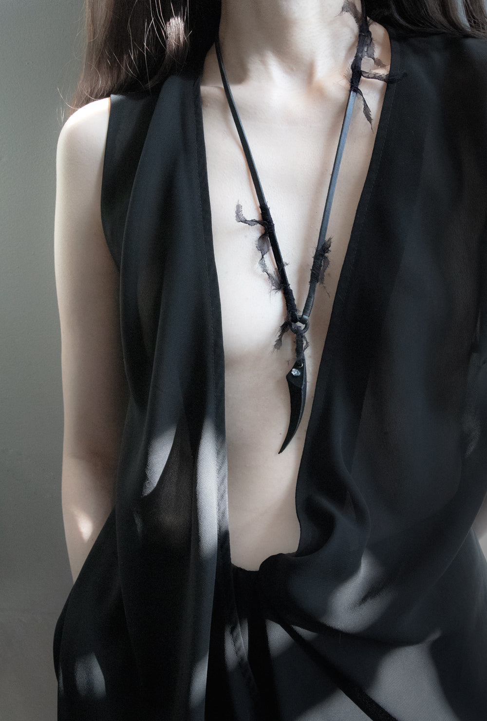 SILK CLAW NECKLACE