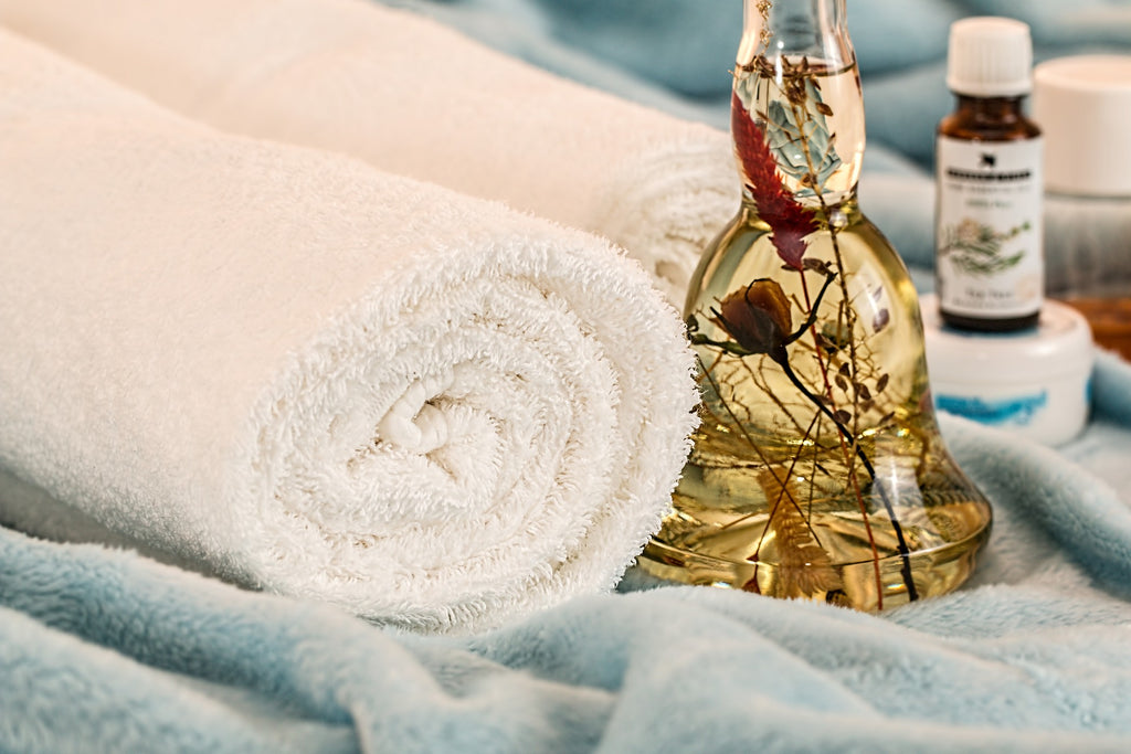 Eczema vs. Psoriasis: Towel and essential oils