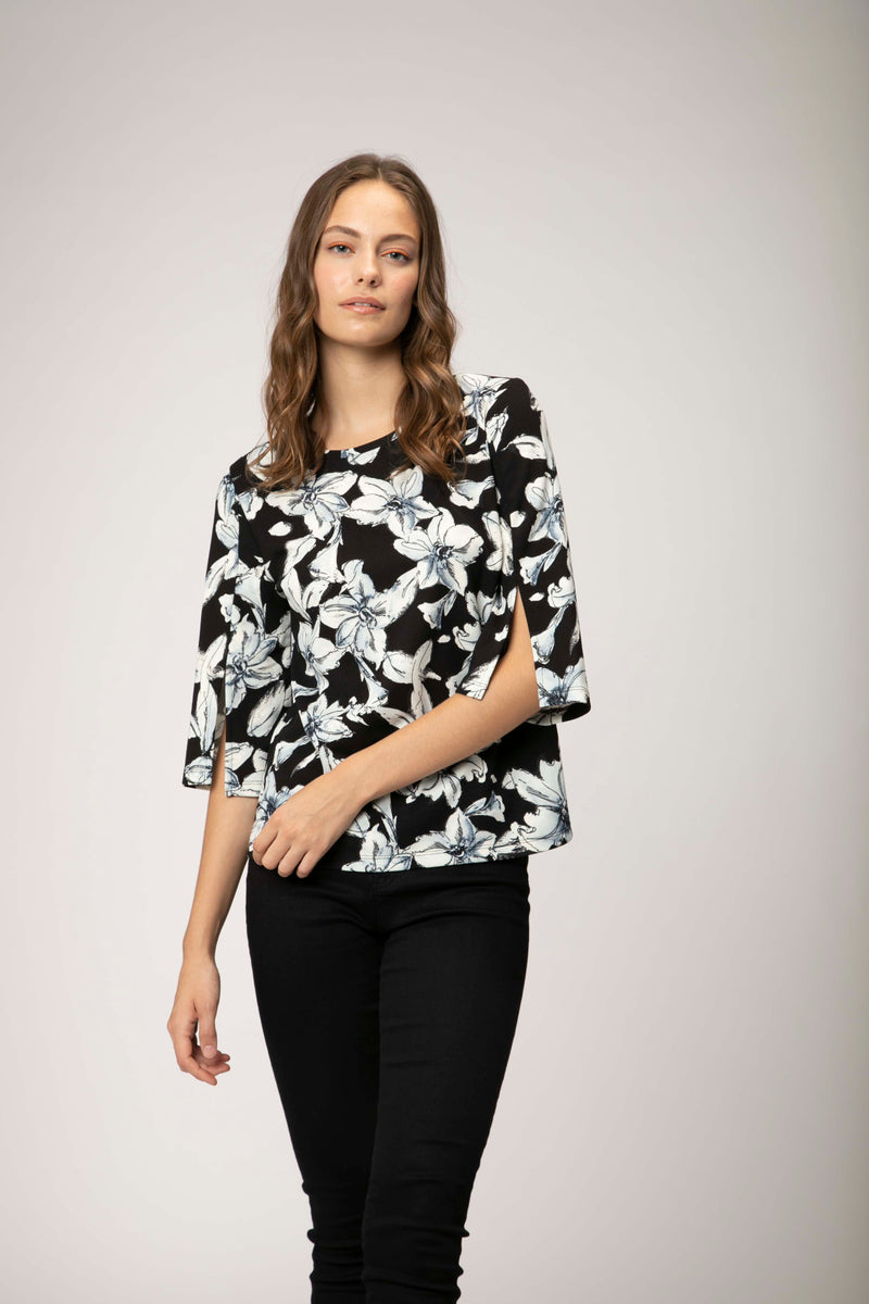 Slit Sleeve Top in Floral Pattern Black & White. Haut florale noir et blanc