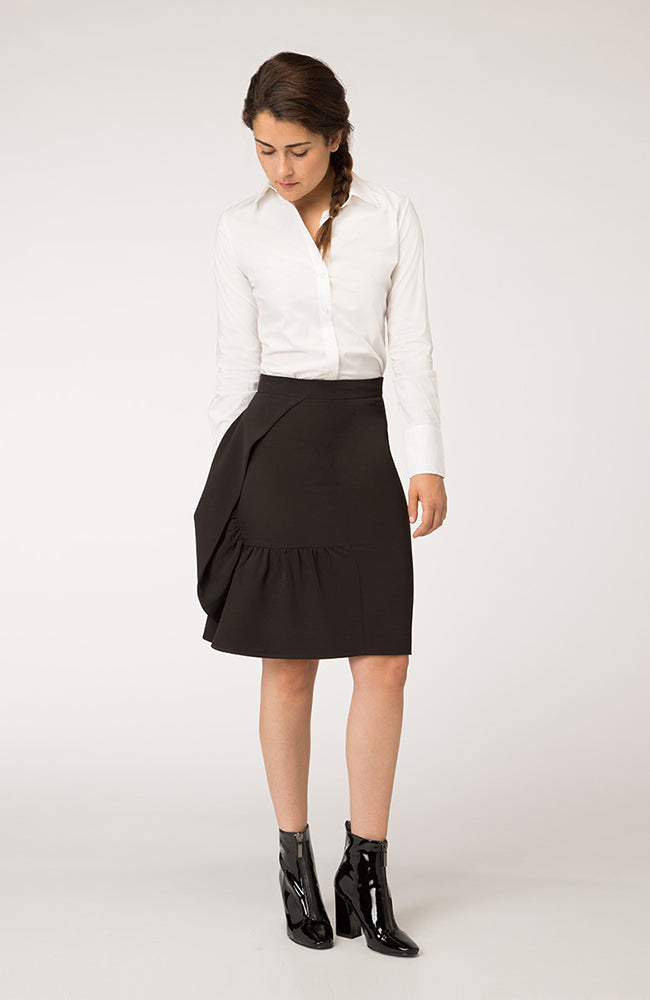 Black Pencil Skirt with Side Ruffle. Jupe crayon noire à volants