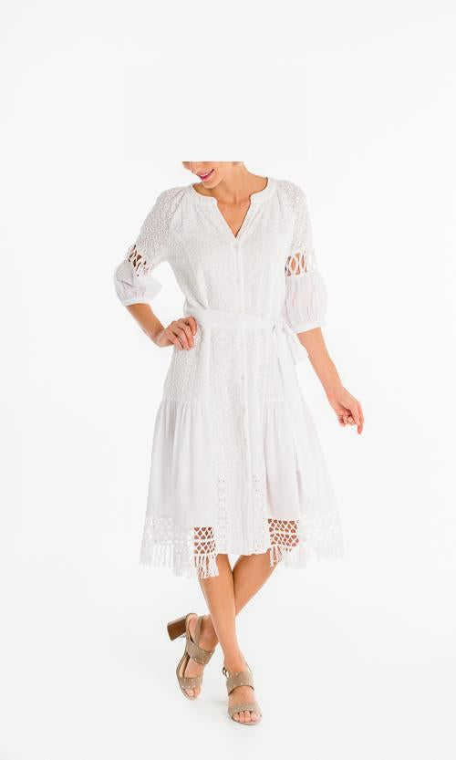 GABBY ISABELLA Belted Lace Shirt Dress. Robe chemise en dentelle