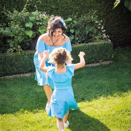 Moeder dochter jurken - matching kleding - twinning jurken - feestjurken - mother daughter dresses by Just Like Mommy'z - turquoise blauw - off shoulder twinning set
