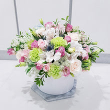 deluxe bloom box suitable for grand opening, birthday party gift, wedding centerpiece.