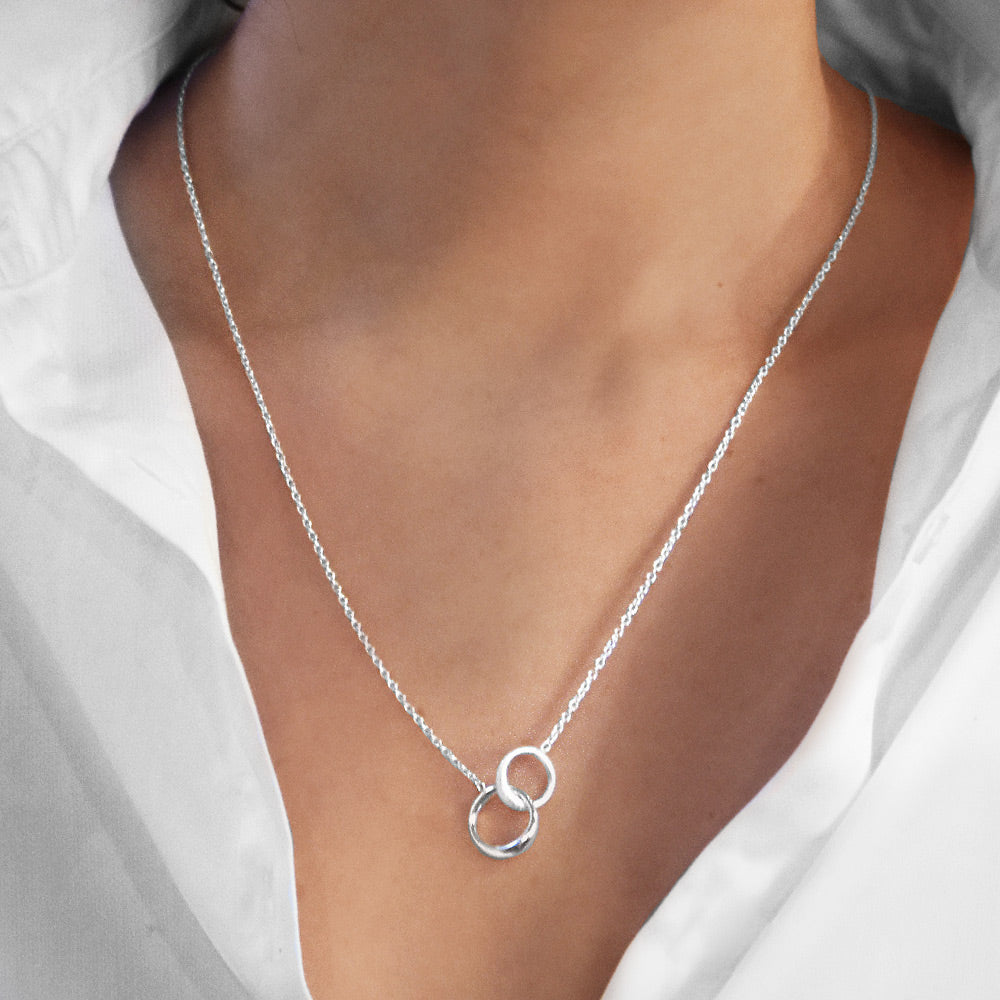 Les Amis small single necklace