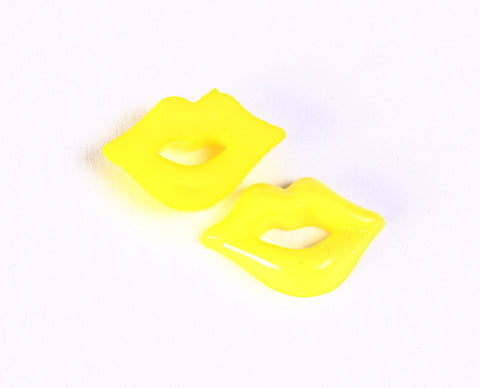 Yellow Kawaii lip shape resin cabochon 18mm - 10 pieces (1358)