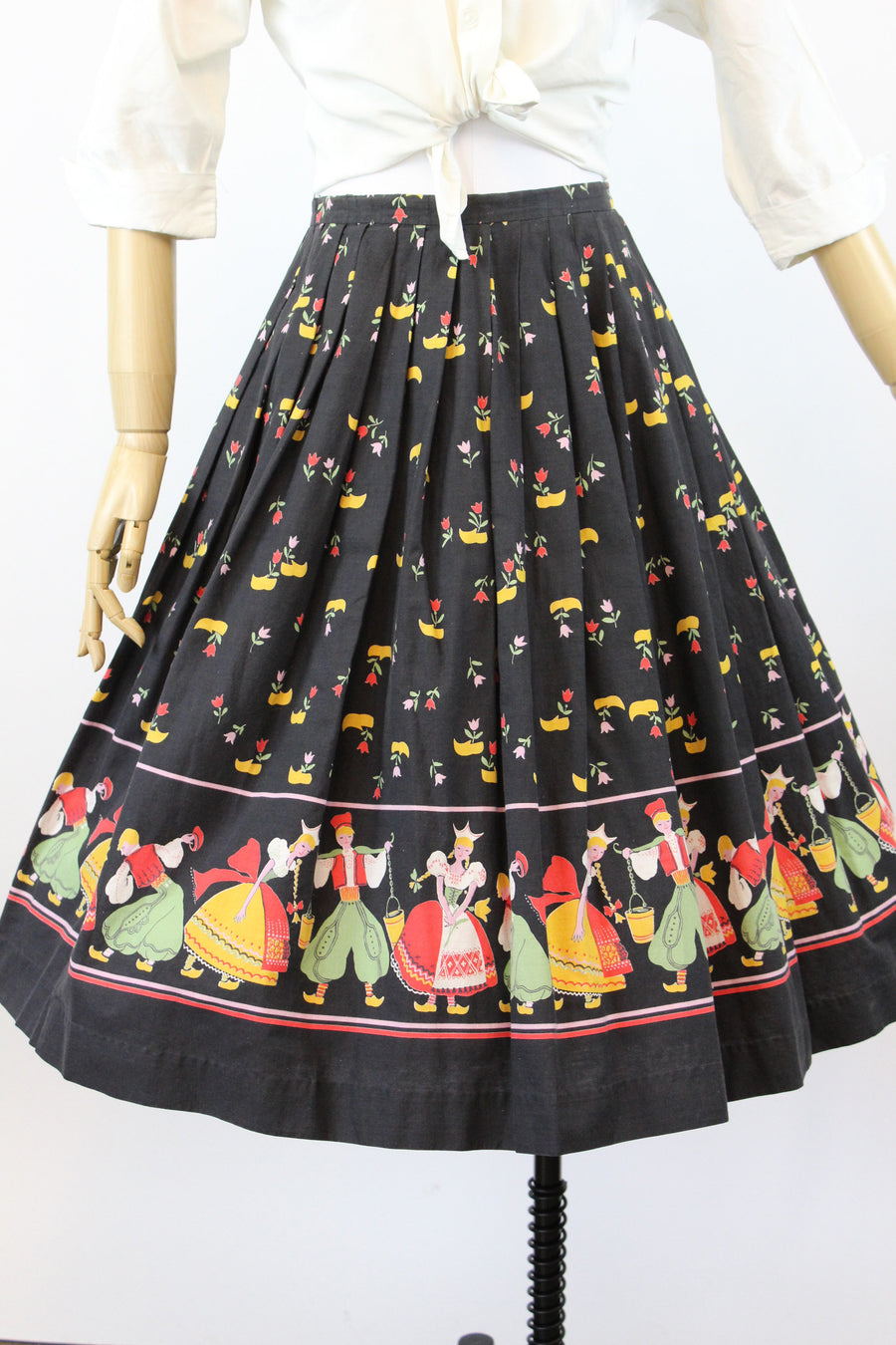 1950s novelty skirt | dutch Jack and Jill print | xs