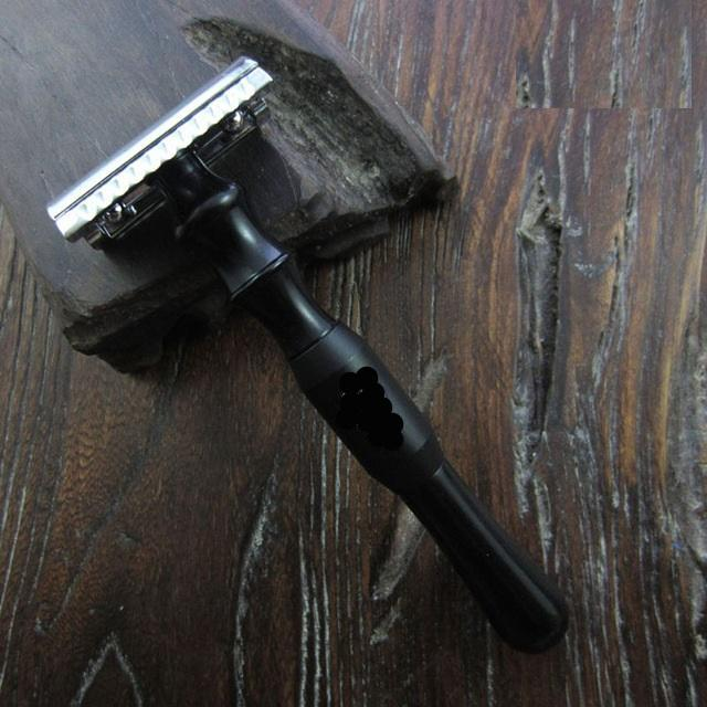 The Matte Black Safety Razor