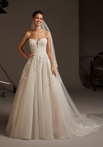 LYRA by PRONOVIAS 2020 CRUISE COLLECTION