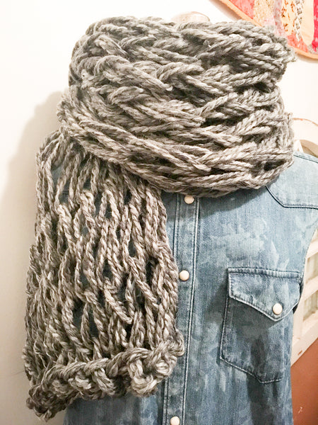 Arm-knitting: Knit Your Own Chunky Scarf