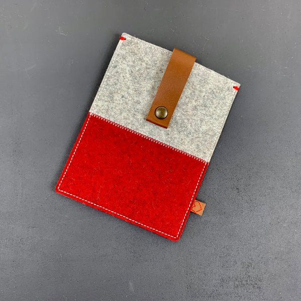 Felt Kobo Aura ereader case in red and grey