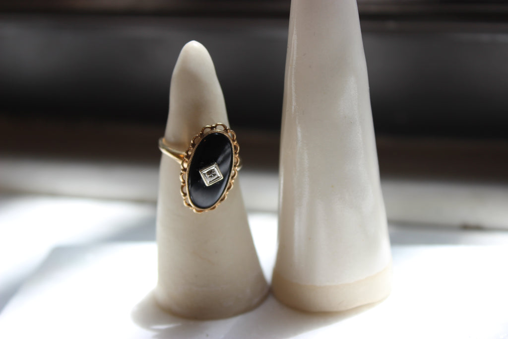 Vintage 10k Yellow Gold Oval Cut Onyx Ring