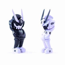 BUNDLE CORE EDITION TEQ 63 OG BLACK & GHOST MODE WHITE - 6 Inch Medium Figure by Martian Toys x Quiccs - iamRetro.com
