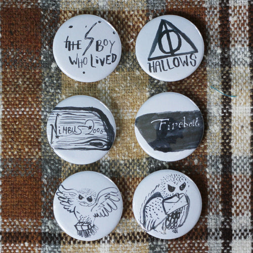 """Wizarding World""  1inch Pin Badge."