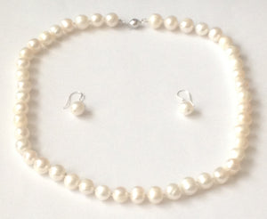 Classic Pearl Jewellery Set, this freshwater pearl jewellery set is a timeless classic that will add elegance and sophistication to your attire