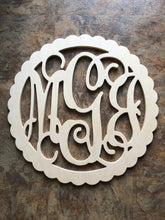 22 INCH WOOD MONOGRAM WITH SCALLOP
