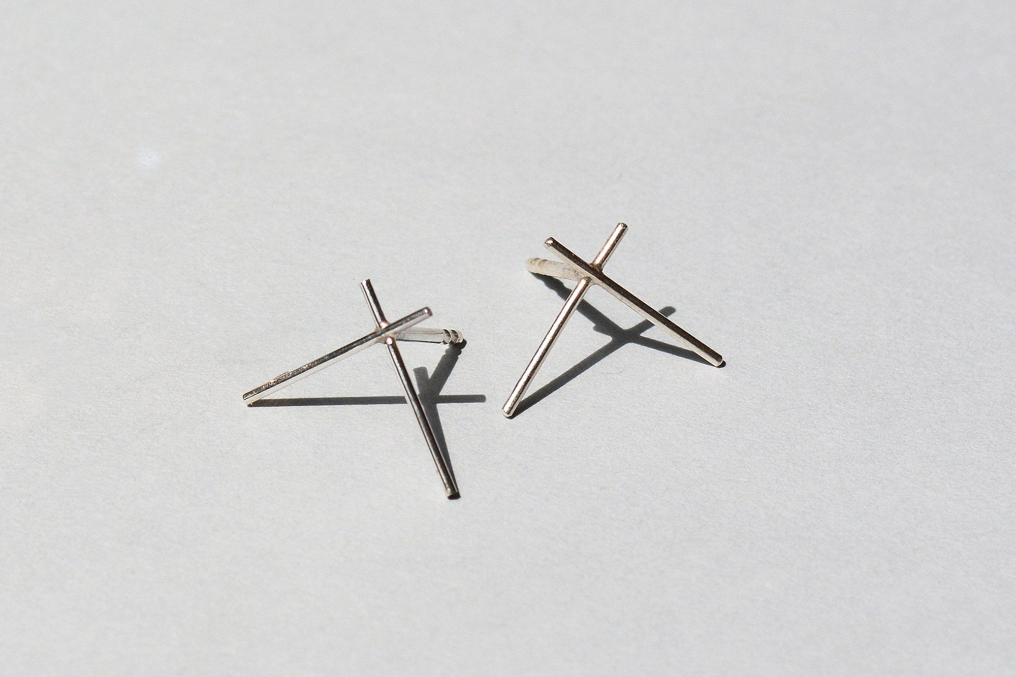 Wire Cross Ear Studs (Sterling Silver)