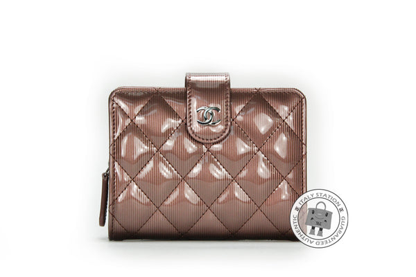 chanel-a-classic-cc-portefeuille-poch-zip-patent-short-wallet-shw-IS015478