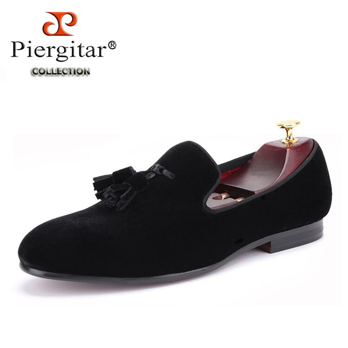 Piergitar New men velvet shoe with velvet tassel Party and Wedding men dress shoes British style men loafers fashion men's flats