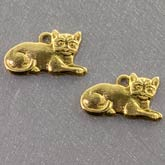 b9-0743-Stamped raw brass cat charms. 14x8mm Pkg of 4