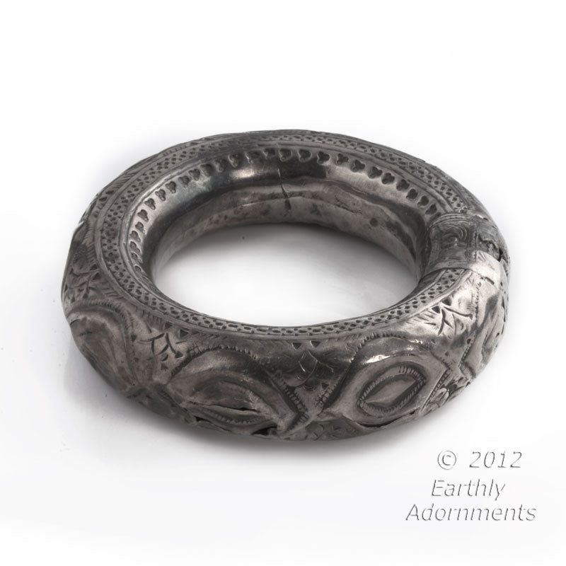 Antique tribal hollow silver bangle, Oman. brvs882
