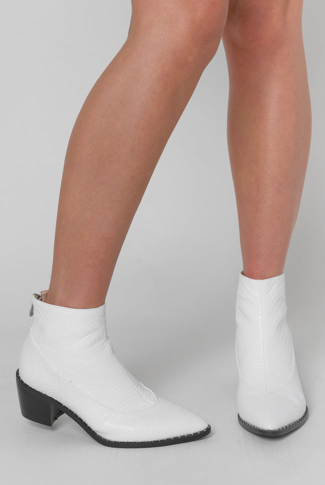 Glenn Studded Detail Cow Girl Boot In White Faux Leather