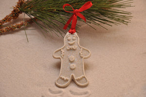 GINGERBREAD MAN, CHRISTMAS, XMAS, HOLIDAY GIFT, SEASIDE CHRISTMAS, CHRISTMAS ORNAMENT, SEASONAL DÉCOR, HOLIDAY ORNAMENT, SAND ORNAMENT, TROPICAL SEASIDE ORNAMENT, COASTAL BEACH GIFT, MADE IN FLORIDA, BEACH LOVER GIFTS, BEACH SAND KEEPSAKES, VACATION SOUVENIR, GIFT SHOP OWNERS, PROMOTIONAL ITEMS, PARTY FAVOR, SPECIAL EVENT, COLLECTIBLES, HAND-CRAFTED, FUNDRAISER