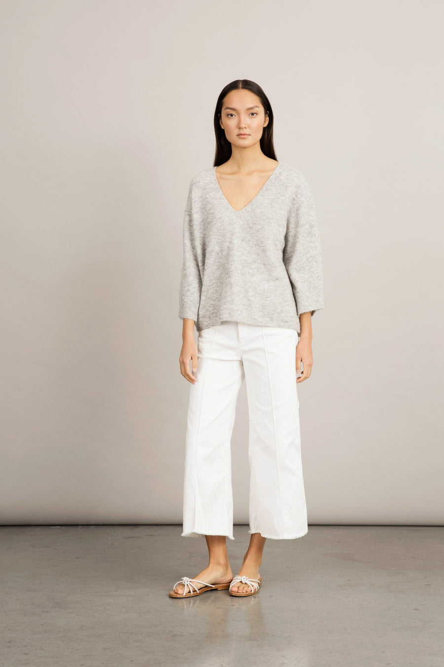 ENNA SWEATER - LIGHT GREY Sweater Stylein